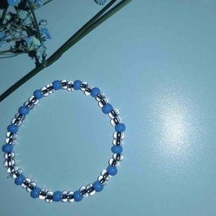 Ett jättefint designad armband som är elastisk.❤️