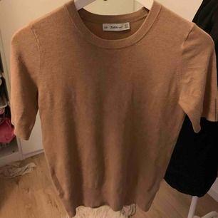 Oanvänd tröja från Zara.