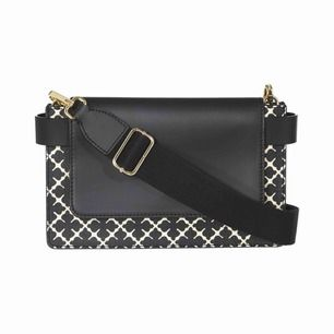 """Väska ifrån Malene Birger. Modell """"Darin bag"""", säljs inte längre. Knappt använd, som ny. Dustbag finns."""