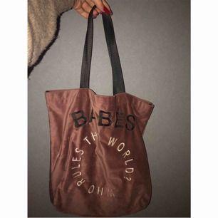 BABES väska