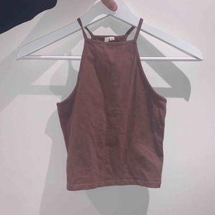 Säljer dessa två linnen från Nelly trend, super fina och passar till allt. 100 kr för båda