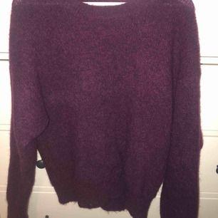 Jättesnygg stickad tröja ifrån bikbok🌸💙 passar mig som har storlek S i vanliga fall, andvänd fåtal gånger💞💞