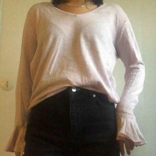 Rosa tröja från Mango. Möts ej upp pga har väldigt tajt schema så köpare står för frakt.