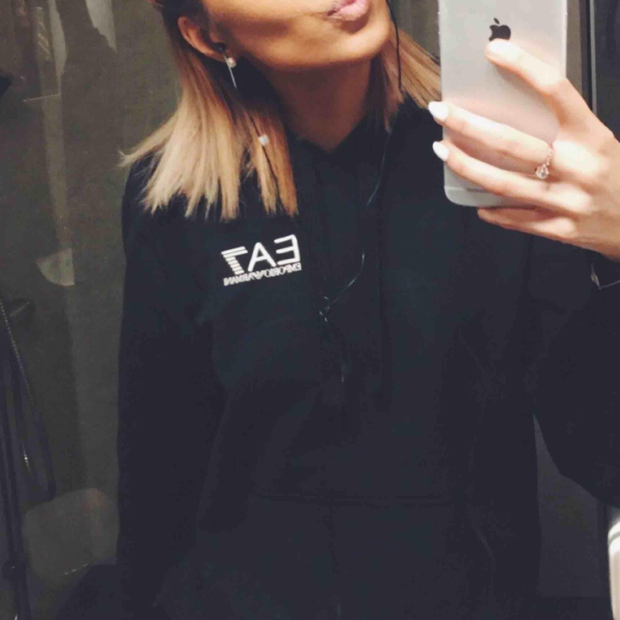 Armani hoodie  Fint skick  I storlek S. Huvtröjor & Träningströjor.