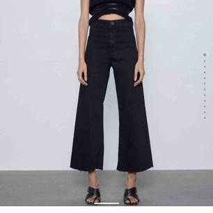 säljer dessa snygga vida jeans från Zara, storlek 34 🦋💕
