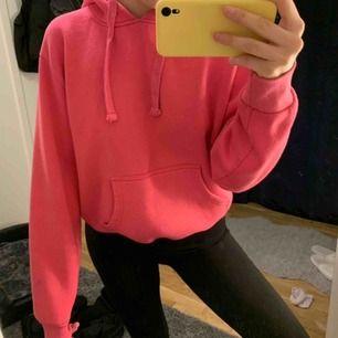 Superfin rosa hoodie i storlek M. Nypris 299kr. Kan frakta men köparen står för frakten. Kontakta för fler bilder eller frågor. 💛