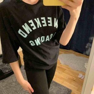 Oversize t-shirt från Zara. Nypris 199kr. Kan fraktas men köparen står för frakt 💛