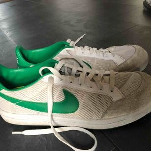 Jättefina Nike-skor jag aldrig använder. Dom ser ut att vara skitiga men det är färgen som gör det;) Frakt tillkommer