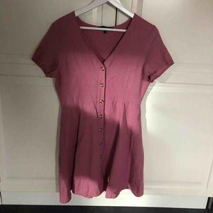 Jättefin klänning från Vero Moda som aldrig är använd!
