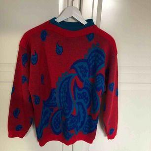 cool tröja köpt på second hand!
