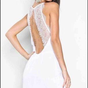 Vit samsoe samsoe klänning i superfint skick inga fläckar eller hål.