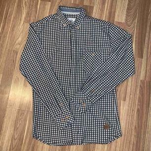 Kronstadt fin skjorta i mjuk bomull. Sparsamt använd . Porto ingår!!
