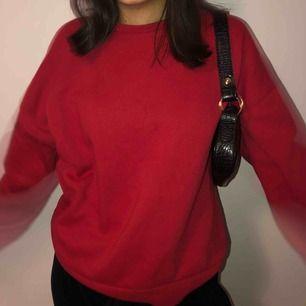 Röd sweatshirt