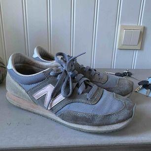 Ett par New Balance skor i använt skick. Är inte tvättade men kan tvättas innan. Frakt ingår i priset🥰