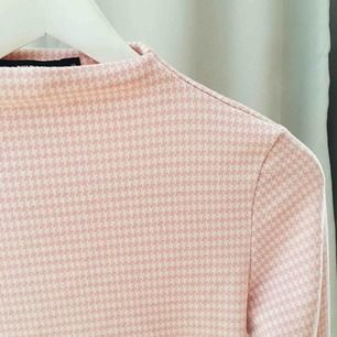 Jättesöt rosa tröja from Bikbok i storlek S.