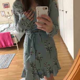 Wrap-on klänning från Nelly. Väldigt sparsamt använd, nästan nyskick:)