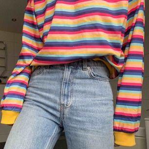 Jättefin och skön randig långärmad tröja, storlek small/medium men är oversized, aldrig använd. Buda💘