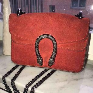 Väska som liknar Gucci design, köpt i Barcelona. Möts i Uppsala, kan även frakta. :)