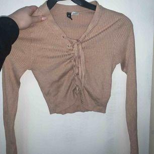 En tröja från hm köptes för 200kr använd ca 3 gånger