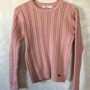 Kabelstickad rosa tröja, använd ca 2 ggr.