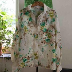 Vintage skjorta i fint skick! +Frakt 30kr🌻