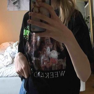 As cool t-shirt med tryck! Bra kvalitet och skick🤩🤩🤩