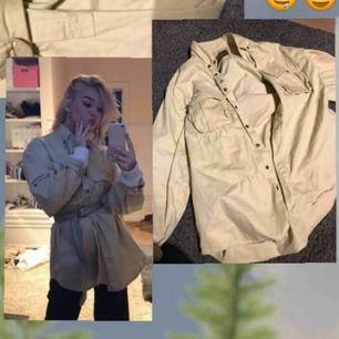 Short/ jacka beige, oversized
