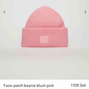 Säljer min Rosa acne mössa som är köpt i julas. Inga defekter finns💗