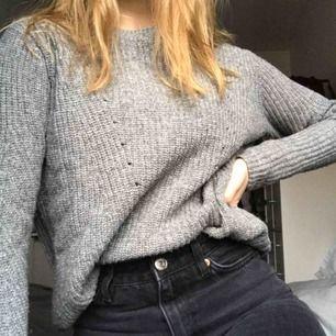 Superfin grå stickad tröja från märket stay, köpt på carlings. I princip aldrig använd, alltså i mycket gott skick 🌟🌟