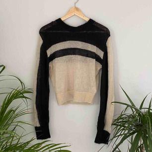 Asball cropped ny tröja från Other stories. Frakten är inräknad i priset. 🌼kolla gärna på allt annat jag säljer🌼