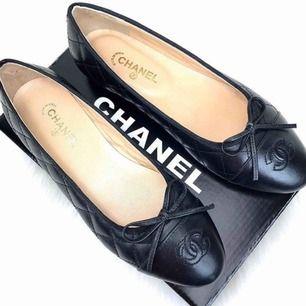 Chanel ballerinas i äkta läder.  Aaa-kopior. Högsta kvaliten, väldigt sköna! Strl 37-38-39. Postar endast, går ej ner i priset 💜