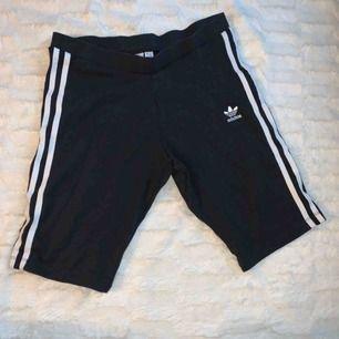 Adidas biker shorts , använd en gång.