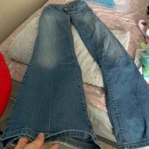 Jätte fina lågmidjade vida jeans (behöver oftast bälte)
