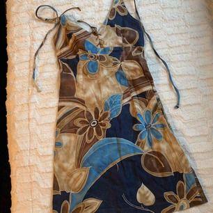 Afrikansk klänning, figurnära passform.