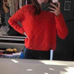 Orange/röd stickad tröja. Fint skick💕 Köparen står för frakt.