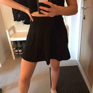 Skön trikå kjol från Cubus