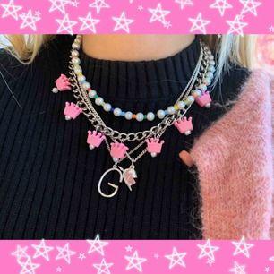 (Inget till salu) kolla in min Instagram lazzieli för handgjorda smycken! Finns kedje och pärl halsband, även sjukt många örhängen! Försäljning 28/2!
