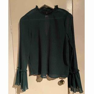 Grön blus från BIKBOK 🌱 Storlek: XS  -köparen står för frakten -