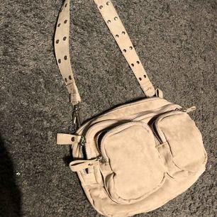 Beige väska från Gina, använd bara någon gång