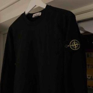 Helluu, säljer denna sweatshirt från Stone Island str S. Sparsamt använd. Fri frakt😋