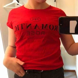 Röd snygg t-shirt