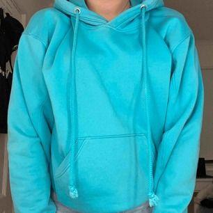 Hoodie i storlek s köpt på weekday Färgen är mer turkos/grön än färgen på bilden Kan mötas upp i Stockholm eller frakta
