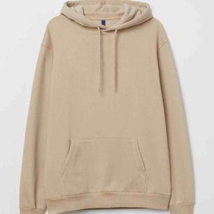 Oversized hoodie från HM, storlek S. Färgen är mer lik den på andra bilden. Aldrig använd endast testad då jag har för många hoodies 🖤⚡️✌🏼