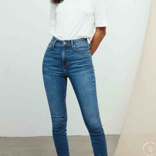 Jeans från Bikbok i deras populäraste modell Peachy. De sitter som en smäck verkligen! Både i bak och i midjan. Säljer pga att jag har 4 par. Strl Xs men passar mig som i vanliga fall har S
