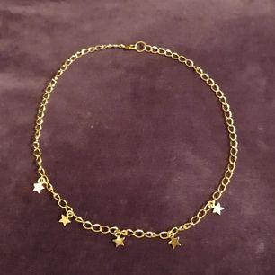 Säljer detta coola handgjorda halsband med stjärnor på. 90 kr+Frakt