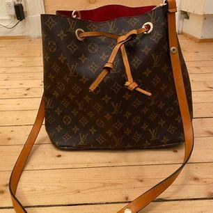 Superfin LV-väska, aldrig använd. 800kr eller högstbjudande. Skickas och köparen betalar frakt.