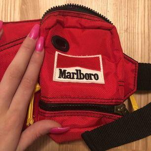 väska från marlborp perfekt för cigg😍