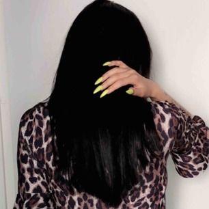 Säljer svart löshår från Rapunzel dubbelt så många clips helt och fint 🎀 Ni står för frakt