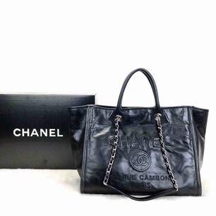 Chanel Large väska.  Äkta läder.  Dustbag, kartong osv kommer med.  💜
