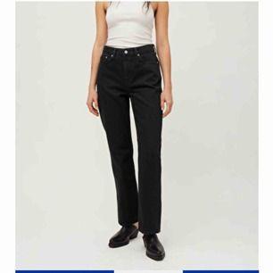 Säljer ett par Voyage jeans från Weekday. Säljer dessa då de är för korta för mig🥰 köparen står för frakt